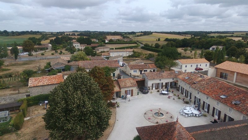 4 Seperate gites all situated around a central courtyard, holiday rental in La Foret de Tesse