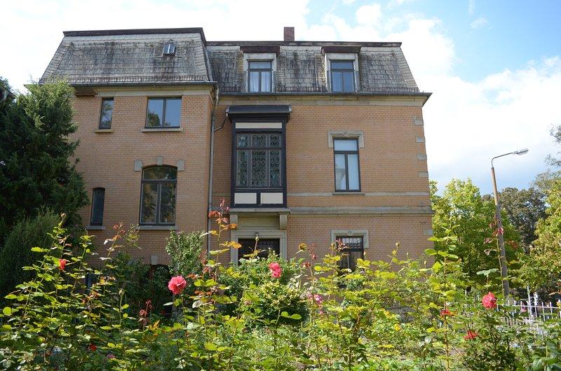 Historische Stadtvilla mit Garten direkt im Zentrum für Gruppen und Familien, location de vacances à Stadtroda