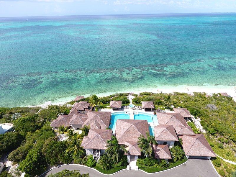Retiro de lujo en el Caribe para 24 personas: suites King, bar en la piscina, impresionantes vistas sobre Grace Bay