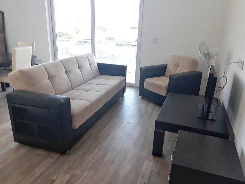 1 bedroom apartment at Long Beach North Cyprus, holiday rental in Trikomo