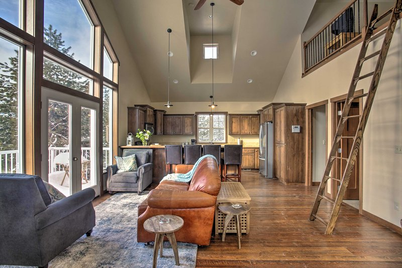 Cozy Loft on 22-Acre Farm, 8 Mi. to Downtown, holiday rental in Post Falls