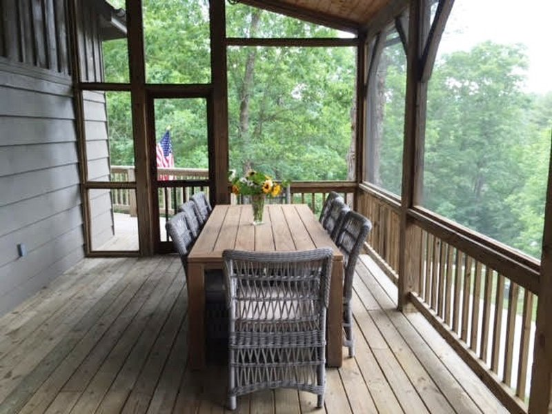 dining space on screened porch