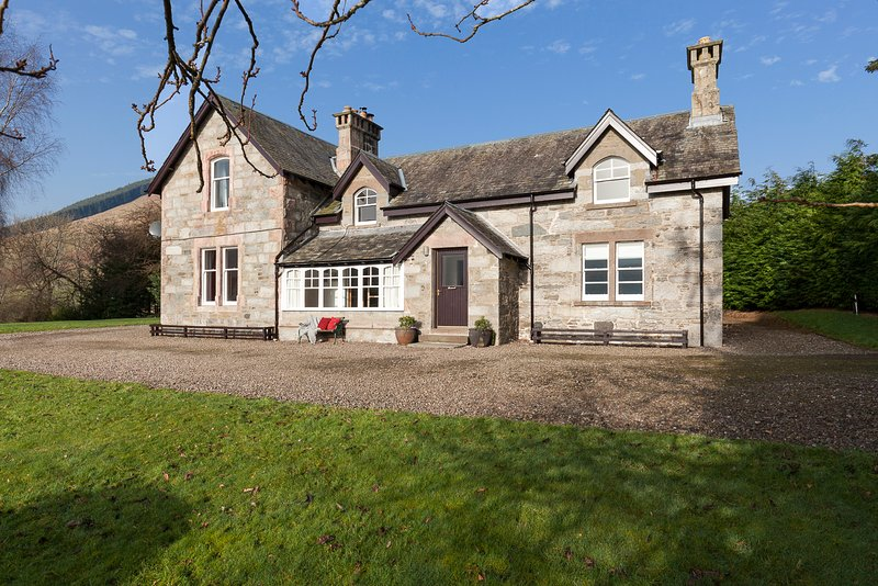 Ardveich House, Lochearnhead - Fantastic Loch Views (sleeps 8), vacation rental in Balquhidder