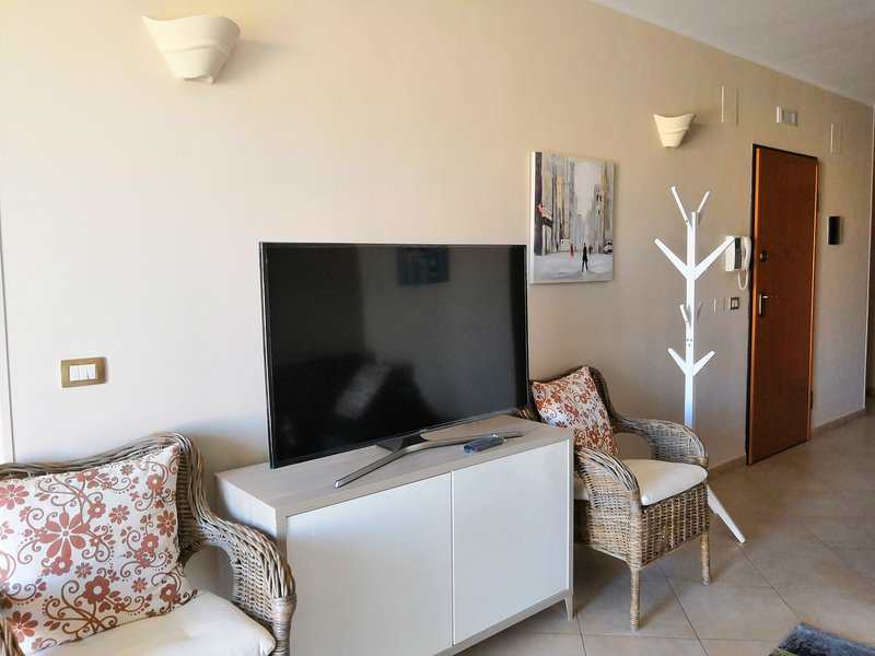 Sicilian PANORAMIC apartment (con vasca idromassaggio jacuzzi riscaldata), location de vacances à Floridia