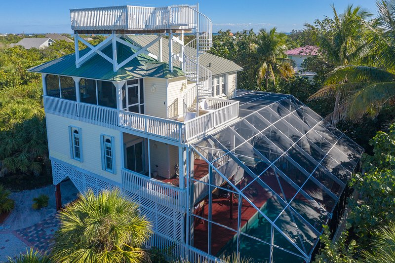 Manatee Haven - Upscale Beach View Home with Screened-in Pool, Spa and Elevator!, alquiler vacacional en North Captiva Island