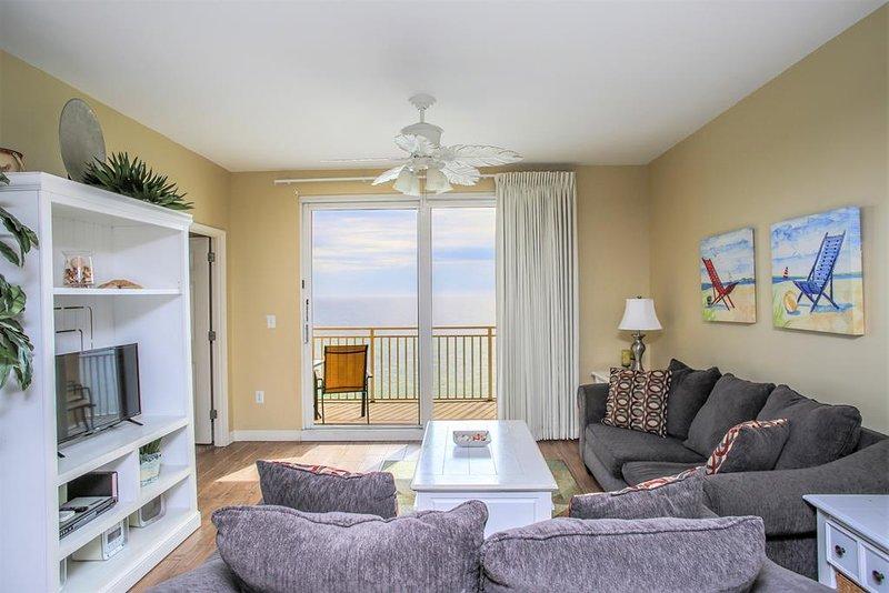 Sala de estar con vistas directas a la playa y al golfo