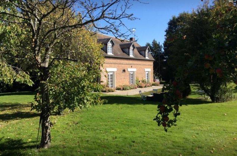 Maison de charme  tout confort, holiday rental in Beaumont-le-Roger