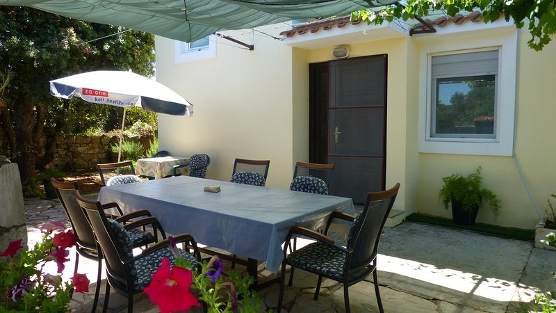 Mucel Apartment Sleeps 6 with Air Con - 5776515, aluguéis de temporada em Iz