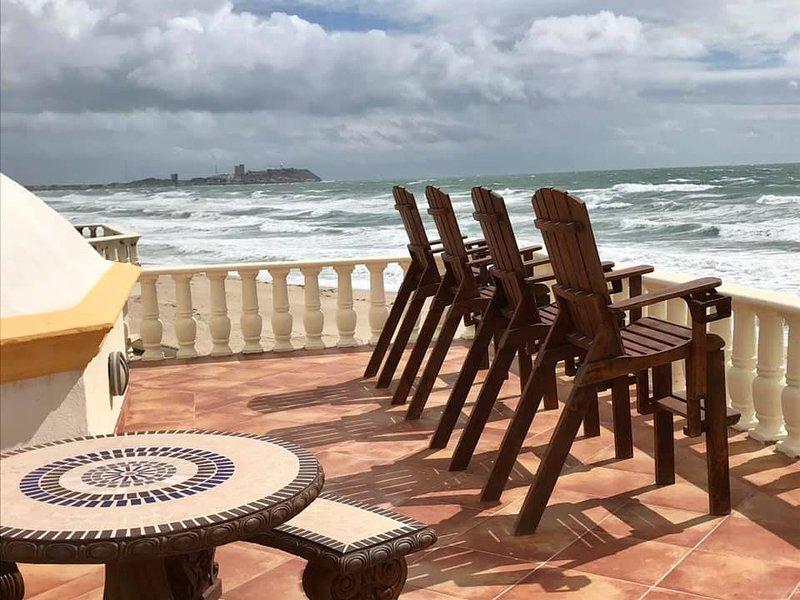 Stunning 3 Bedroom Beach Villa on Sandy Beach at Las Palmas Beachfront Resort V4, vacation rental in Puerto Penasco