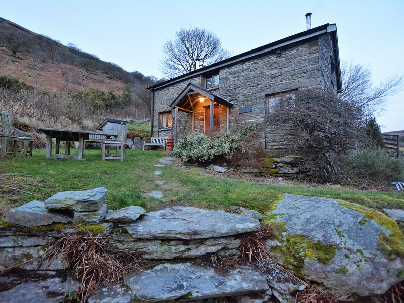 Beautiful 1800s cottage in idyllic rural location