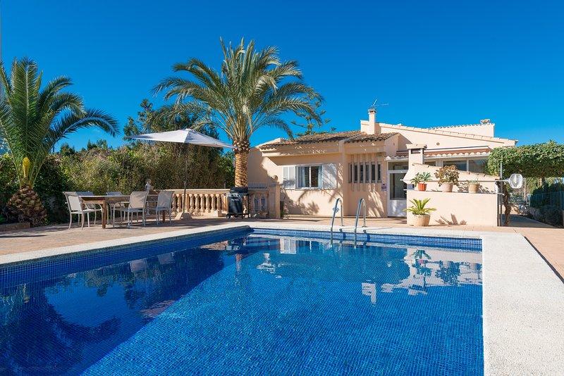 CAN MORAGUES & MARTORELL - Villa for 6 people in BADIA BLAVA, casa vacanza a Cala Blava