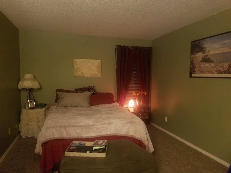 Lakewood Room Near Greenbelt and Golf, holiday rental in Lakewood