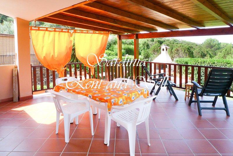 Chia, casa vacanze 80 metri dal mare, wifi, aria condizionata, 4 persone, location de vacances à Chia
