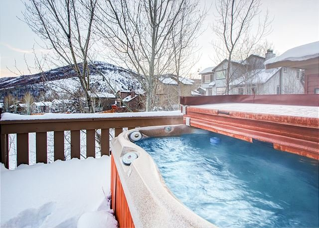 Condo with Mountain-View Hot Tub in Park City, location de vacances à Henefer