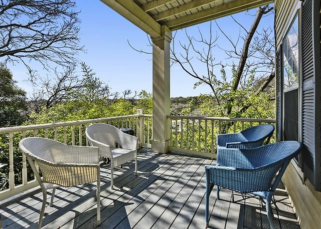 Sunny Guesthouse on Historic Grounds w/ Gazebo & BBQ - Near Park & UT, vacation rental in Austin