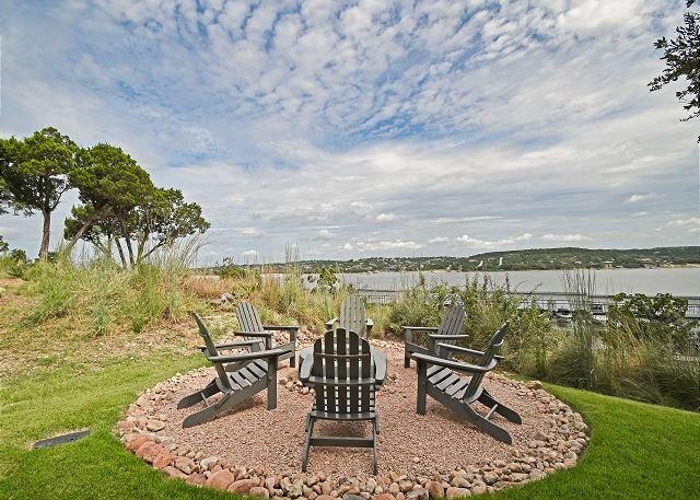 Lake Views From an Impeccable Patio at the Reserve at Lake Travis, holiday rental in Spicewood