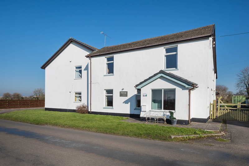 Big White House - Ground Floor Accommodation for 6 guests in 6 bedrooms, location de vacances à Cockermouth