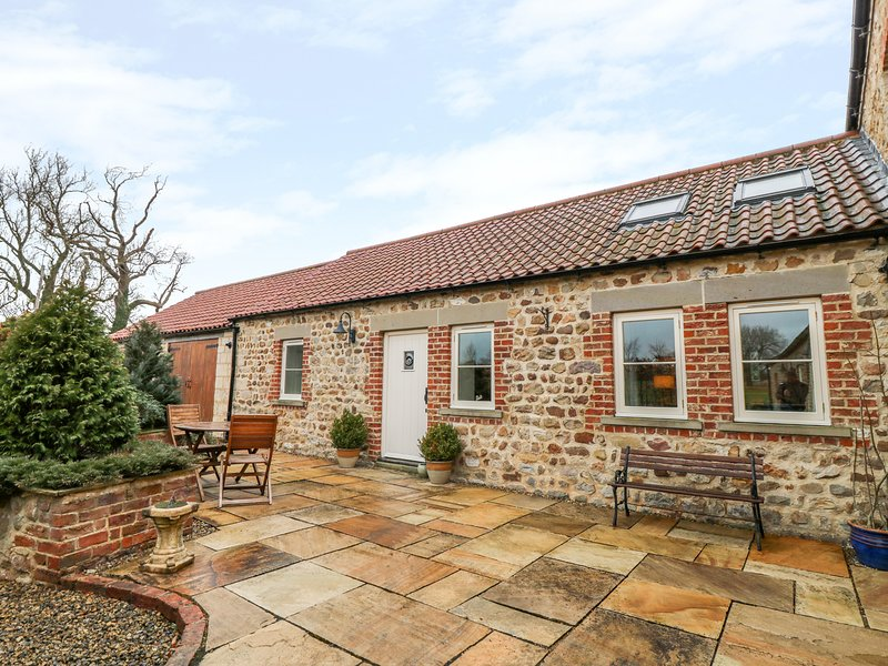 MARKINGTON GRANGE COTTAGE, romantic, character holiday cottage, WiFi, patio, location de vacances à Sawley