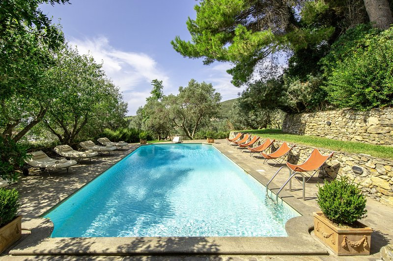 Venturina Castle Sleeps 20 with Pool Air Con and WiFi - 5241235, holiday rental in Campiglia Marittima