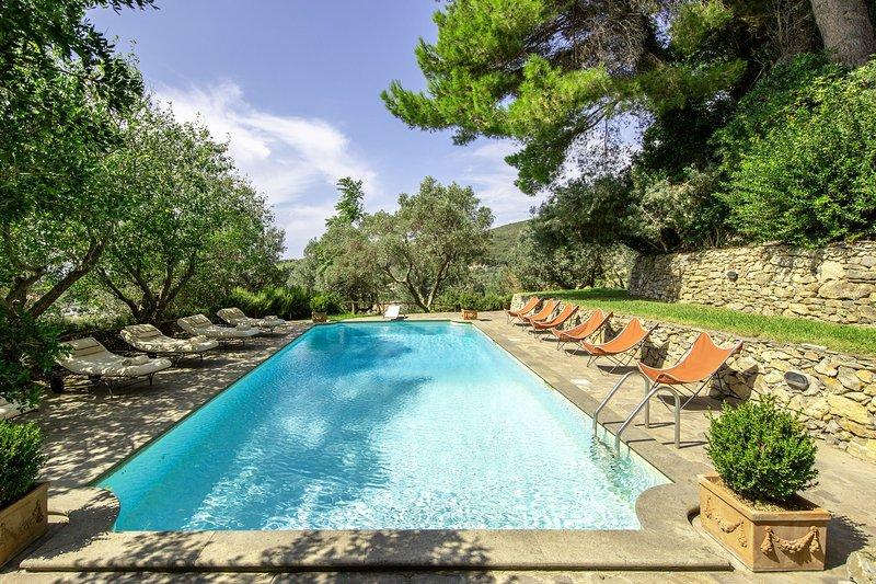 Venturina Castle Sleeps 20 with Pool Air Con and WiFi - 5241235, aluguéis de temporada em Campiglia Marittima