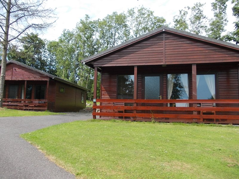 Birch Lodge 20 with Hot Tub, Newton Stewart, holiday rental in Creetown