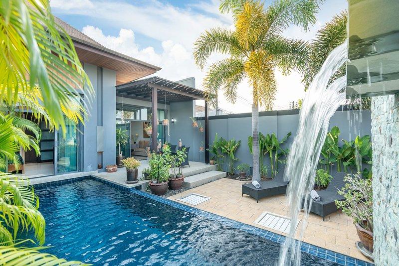 Modern 2 bedrooms villa with pool Onyx style Nai Harn Phuket, location de vacances à Nai Harn