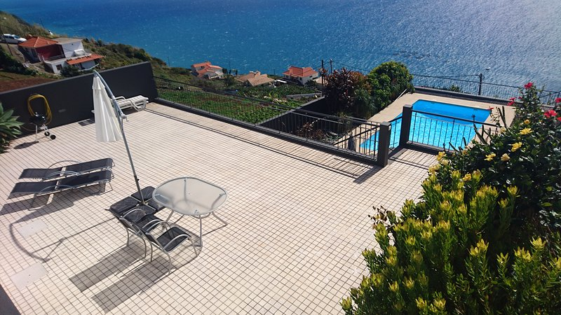Stunning Views, Luxurious Villa, in Loreto, location de vacances à Arco da Calheta