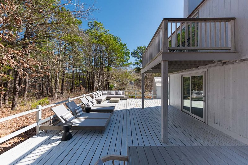 Tersm Modern Newly Renovated Arhcitectually Significant Beach Cottage Design