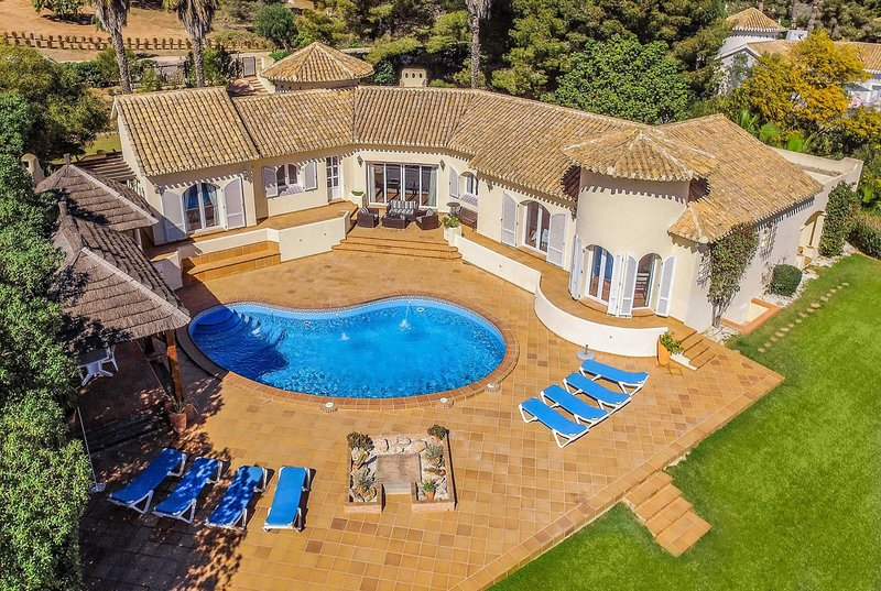 5 bed signature villa located next to golf course, holiday rental in Llano del Beal