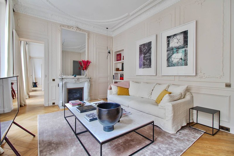 Sumptuous Apt 2 Bedrooms - Faubourg St Honoré, vacation rental in Levallois-Perret