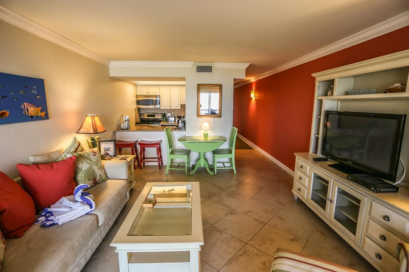 Designer Delight Remodelled Beachfront Condo at Dolphin Way, vacation rental in Survey Creek