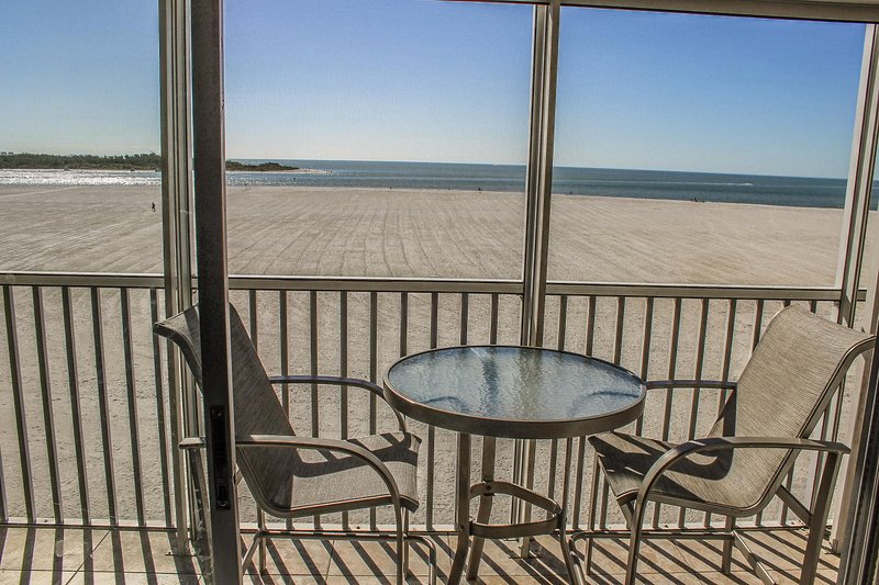 2 bedroom, 2 bath condo at Castle Beach, vacation rental in Survey Creek