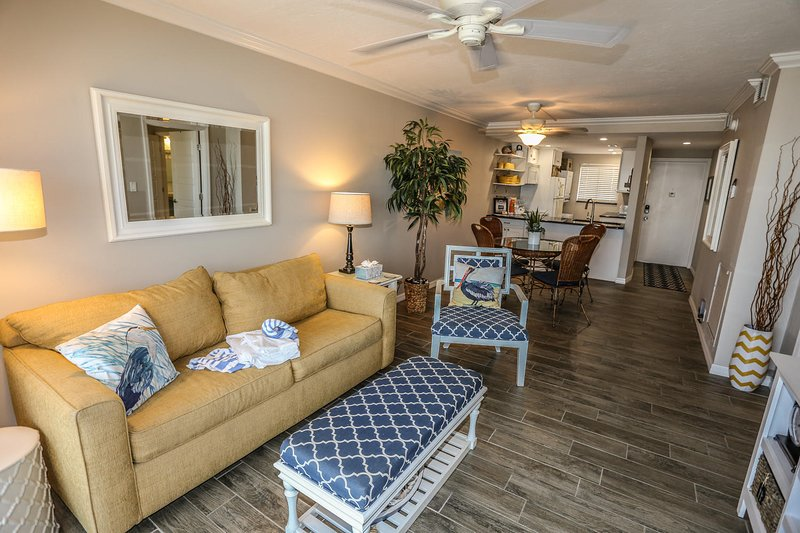 2/2 fully remodeled with awesome views of the Gulf at Castle Beach, vacation rental in Survey Creek
