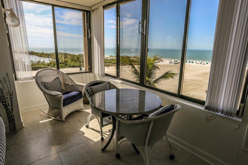 Beachfront Condo w/ Panoramic Views at Sandarac, holiday rental in Fort Myers Beach