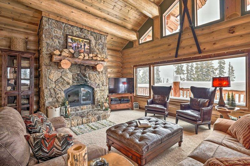 Luxury Cabin w/ Mountain Views ~12Mi to Ski Resort, alquiler de vacaciones en Alma