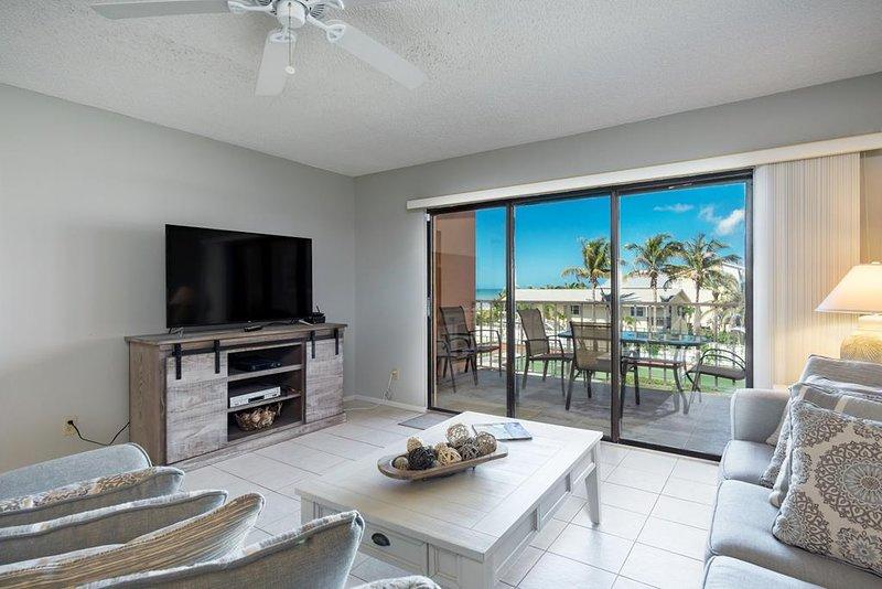 Sala de estar com varanda privada e vista para o Golfo