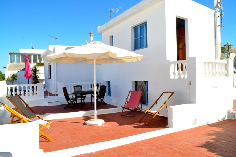 Une maison typique de l'Algarve, holiday rental in Olhao