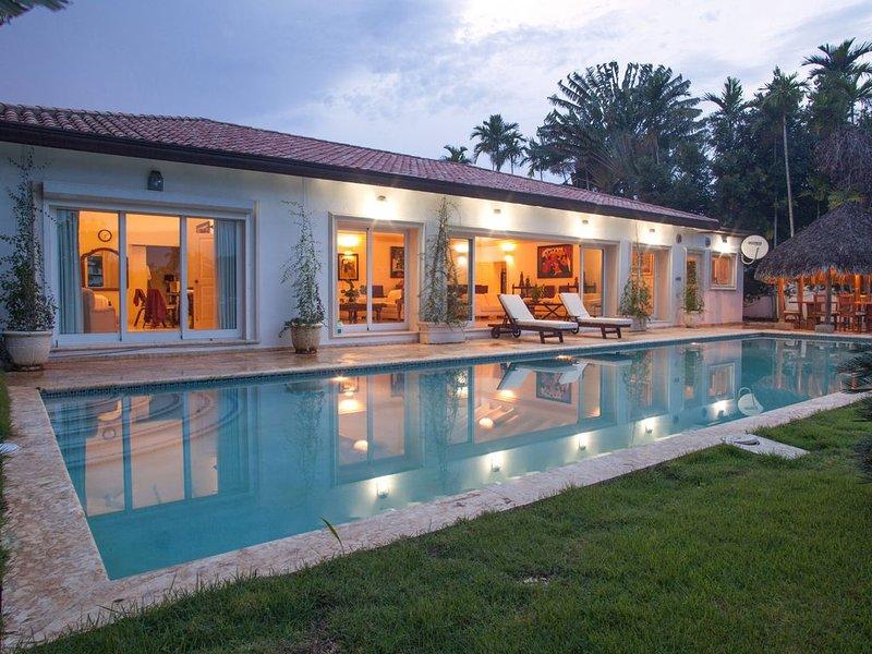 Beautiful Private Villa on the water in Casa de Campo 6 rooms 8 baths, holiday rental in El Limon