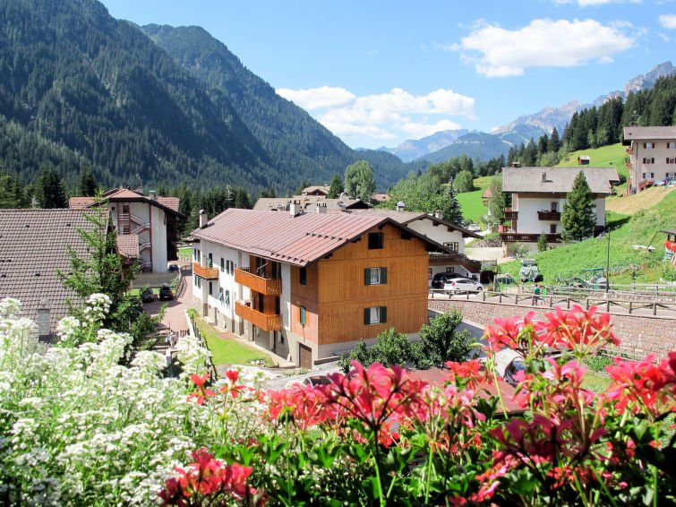 3 bedroom Apartment with Walk to Shops - 5775540 Chalet in Campitello di Fassa