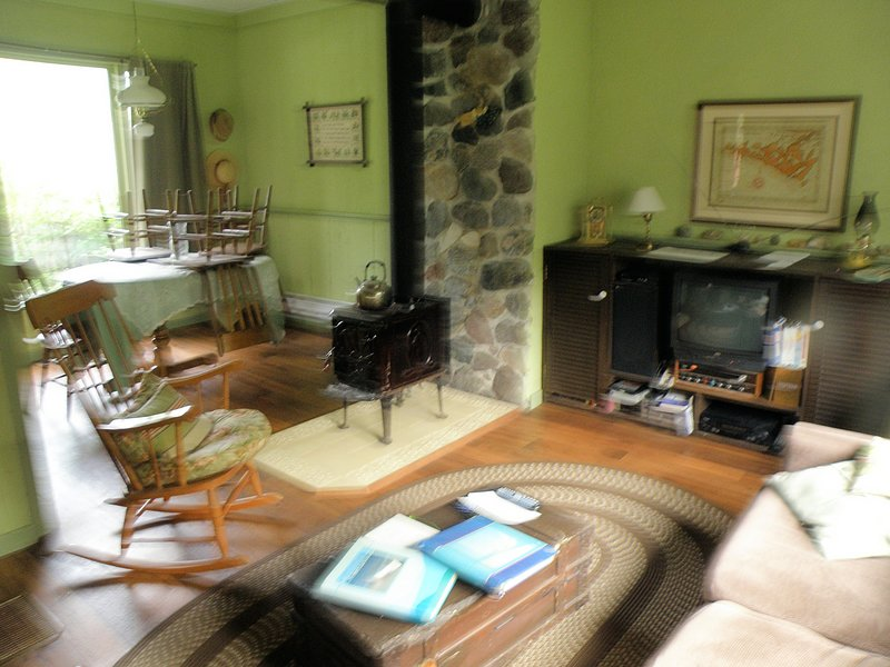 Manitoulin Island Cottage: Charm, Location, Convenience, holiday rental in Manitoulin Island