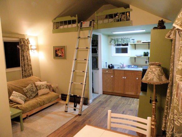 Loft - double futon plus queen Loft bed, kitchenette & washroom/shower.