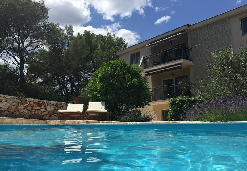 Uvala Borova Apartment Sleeps 6 with Pool - 5776492, alquiler de vacaciones en Vrboska