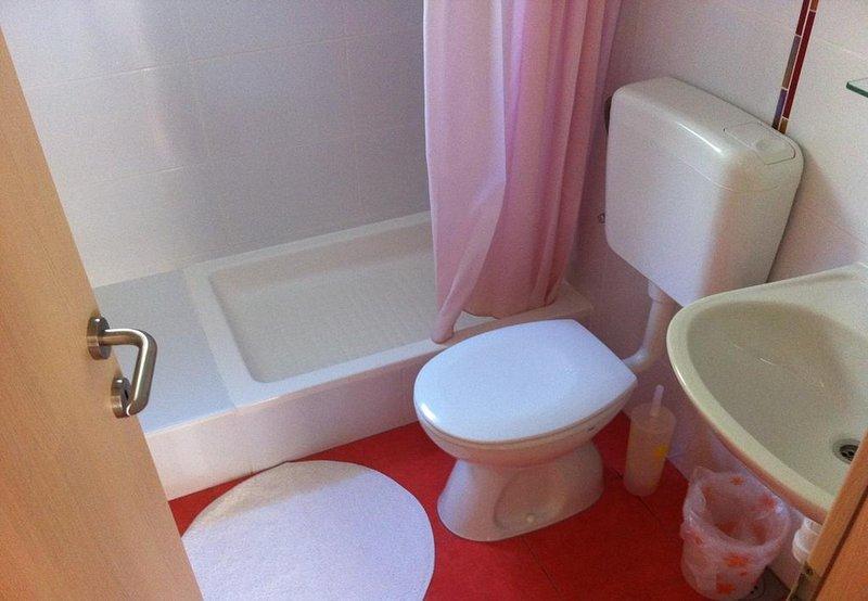 A4-2D (4 + 2): bagno con wc