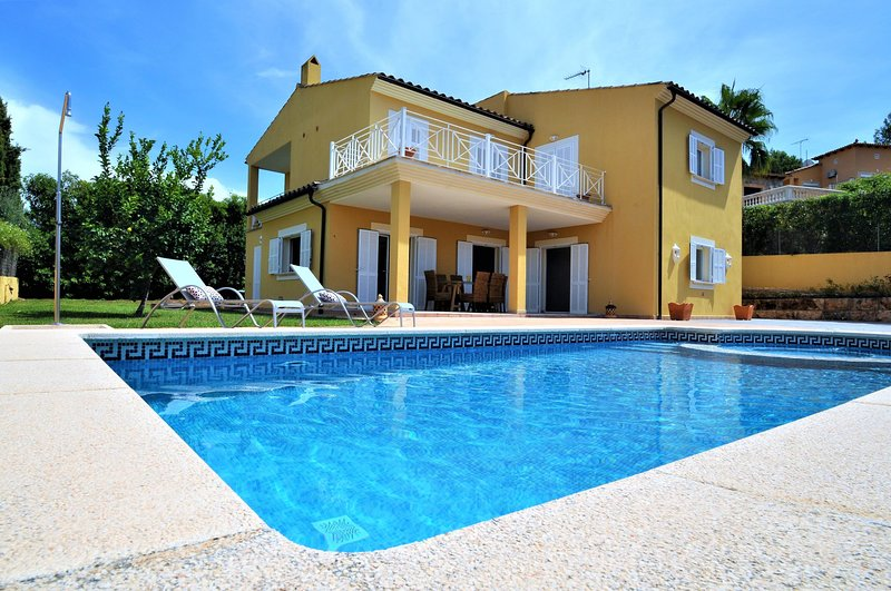 JUPITER- House in Calvia- Private Pool. BBQ- Satellite TV. Private garden- VILAO, holiday rental in Santa Ponsa