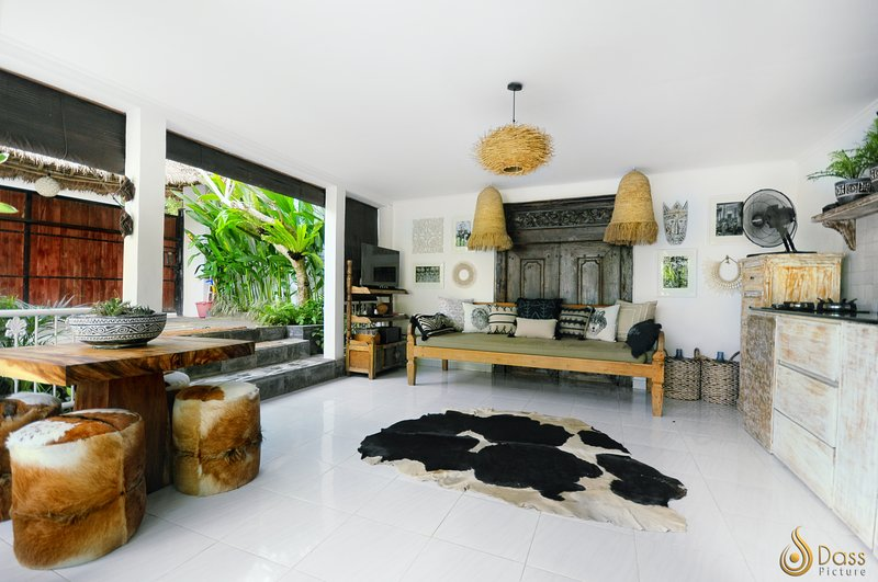 Peaceful & Stylish Two Bedroom Villa with Private Pool, holiday rental in Tanah Lot
