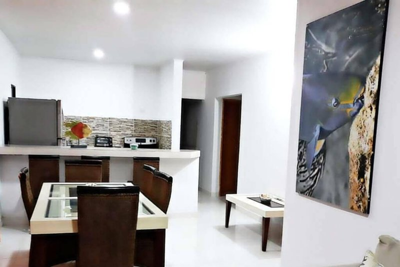 Spacious 3 bedroom house close to downtown beach and airport, holiday rental in San Andres