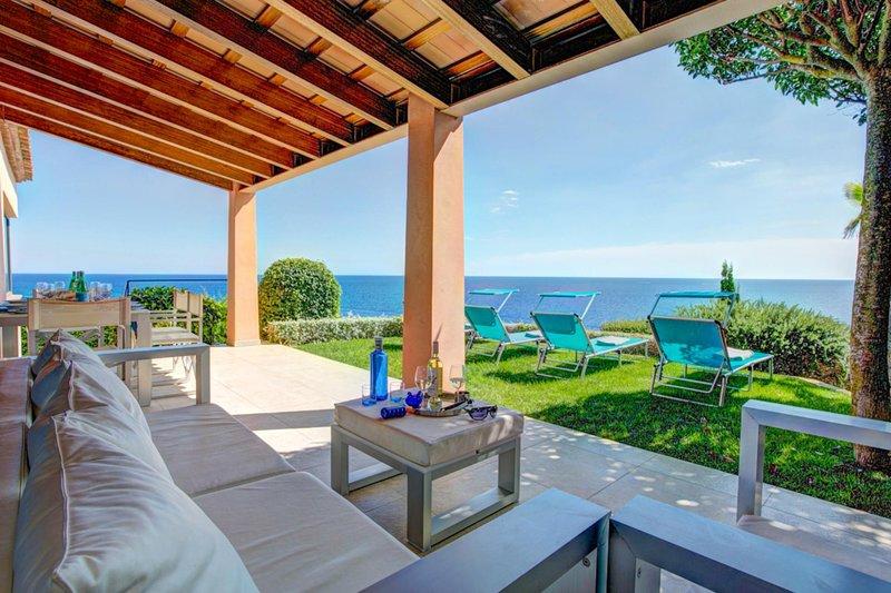 Llafranc Villa Sleeps 8 with Pool Air Con and WiFi - 5604514, holiday rental in Llafranc