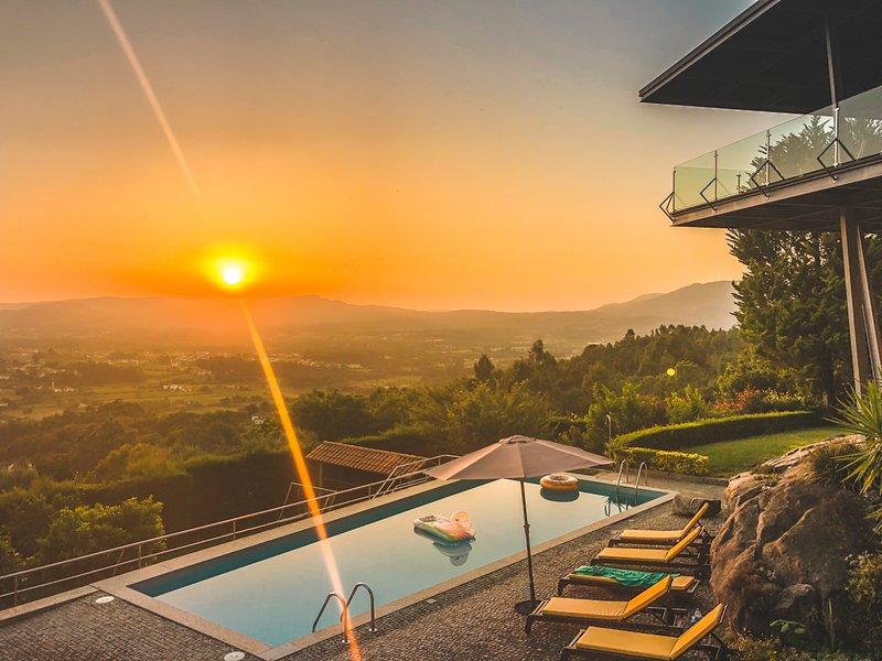 Areosa de Cima Villa Sleeps 8 with Pool - 5776296, holiday rental in Balugaes