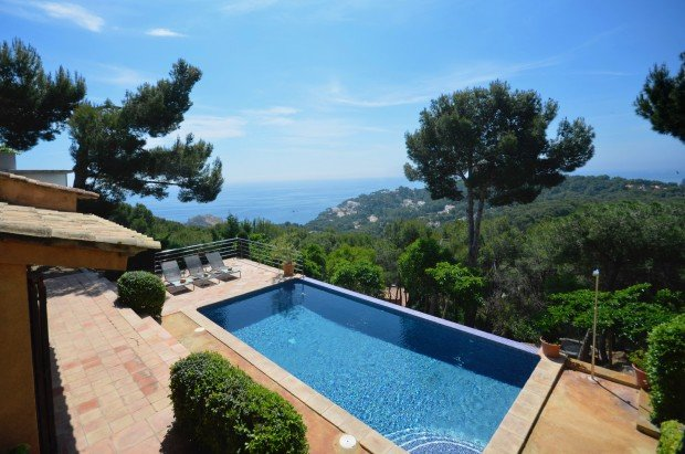 Tamariu Villa Sleeps 10 with Pool - 5246742, Ferienwohnung in Tamariu