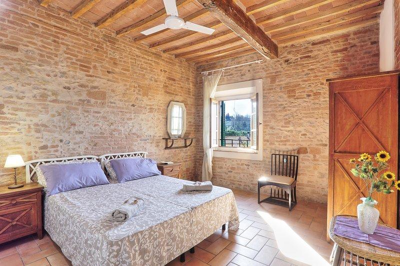 appartamento su due livelli per 4 persone, holiday rental in Partino
